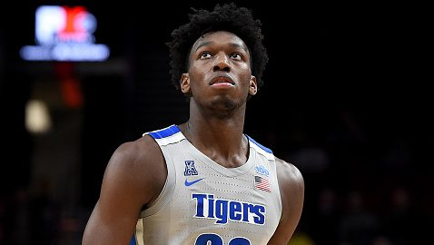 Penny Hardaway tries to pump up James Wiseman on Warriors